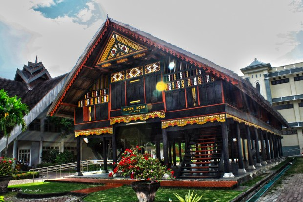 Banda Aceh Museum. The picture above shows traditional Aceh stage house.